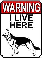 警告私はここに住んでいます壁の金属のポスターレトロなプラーク警告ブリキのサインヴィンテージ鉄の絵画の装飾オフィスの寝室のリビングルームクラブのための面白いハンギングクラフト