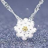 Collar de plata para mujer con colgante de flor de loto y hueso de llave.