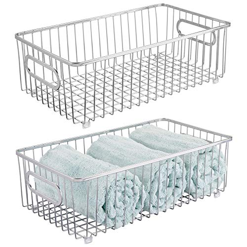 mDesign Juego de 2 cestas de almacenaje en metal con asas integradas – Gran caja organizadora con atractivo diseño en malla de alambre – Ideal como organizador de baño para cosméticos – plateado