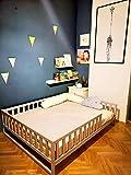 Lit peint d'enfant en bas âge avec lattes, lit Montessori,le lit est fait pour la taille de matelas 140x70 cm. Autres tailles que vous pouvez sélectionner dans les options.
