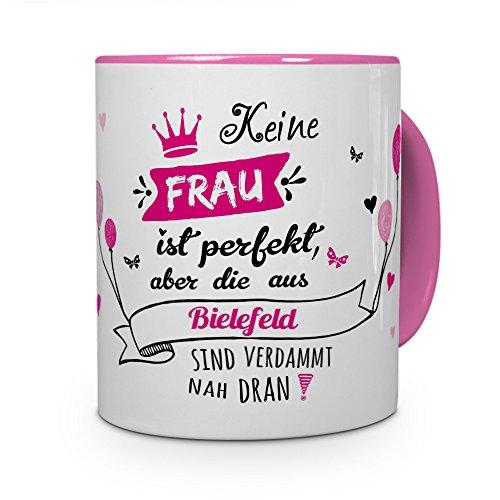 printplanet Tasse mit Stadt/Ort Bielefeld - Motiv Keine Frau ist Perfekt, Aber. -Städtetasse, Kaffeebecher, Mug, Becher, Kaffeetasse - Farbe Rosa