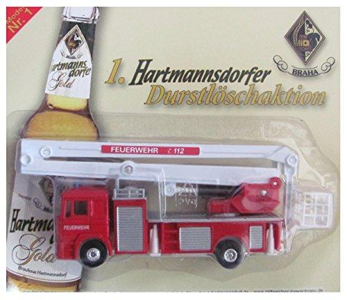 Hartmannsdorfer Brauerei Nr.25 - Durstlöschaktion - Man - Feuerwehr Hebebühne mit Rettungskorb