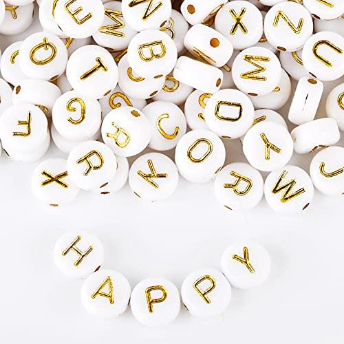 BETESSIN 600 pz Perline Lettere Oro Alfabeto Bianche in Acrilico di 7mm Mini Perle Piatte per Braccialetti Fai da Te Gioielli Collana Artigianali (Lettera Oro)
