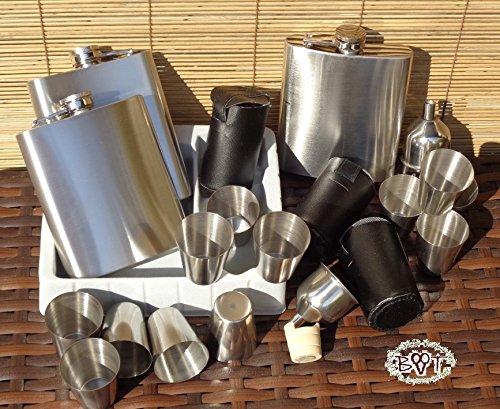 Trinkflasche Flachmann Set, 24 Teile, Edelstahl + 12 Schnapsgläser + 3 BTV Holzbecher als Trichterhalter, 24-tlg. Set, komplett mit 3 Gürteltaschen für 12 Schnapsbecher!!! Picknickset, Picknickbedarf, Grillzubehör, Picknick