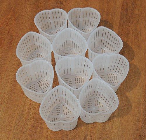 15 Fuscelle contenitori a forma di cuore da 60 gr. per Formaggio - Caciotta - Ricotta ecc. Caratteristiche: Altezza 5 cm - Larghezza 6 cm - Profondità 6 cm