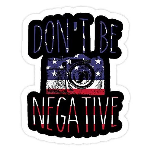 DKISEE 3 pegatinas de pared con diseño de bandera de Estados Unidos, con texto 'Dont Be Negative USA Patriotic – 10,16 cm troqueladas para laptop, ventana, coche, botella de agua