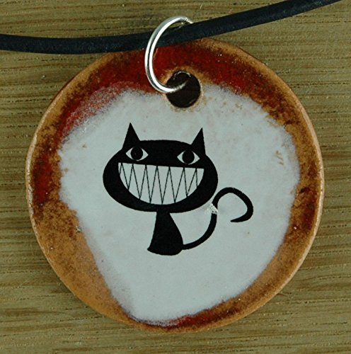 Echtes Kunsthandwerk: Hübscher Keramik Anhänger mit einer lustigen Katze; Hauskatze, Fellnase, Mieze, Miezekatze, Samtpfötchen, Samtpfote, Stubentiger