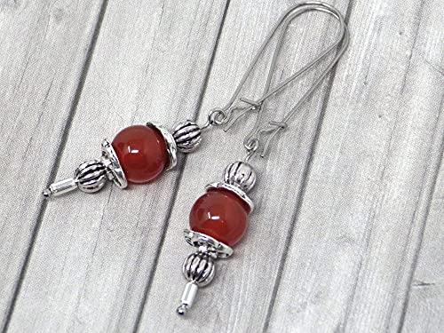 Pendientes Thurcolas de estilo vintage en cornalina roja montados sobre elegantes aros de acero inoxidable