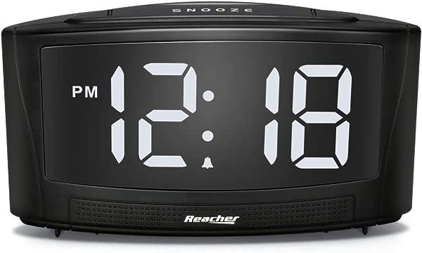 REACHER Dim 闹钟与双 USB 充电器 0 100 调光器和 30 85DB 可调报警音量容易打盹大白色 LED 数字 12 24 小时和简单的操作黑色