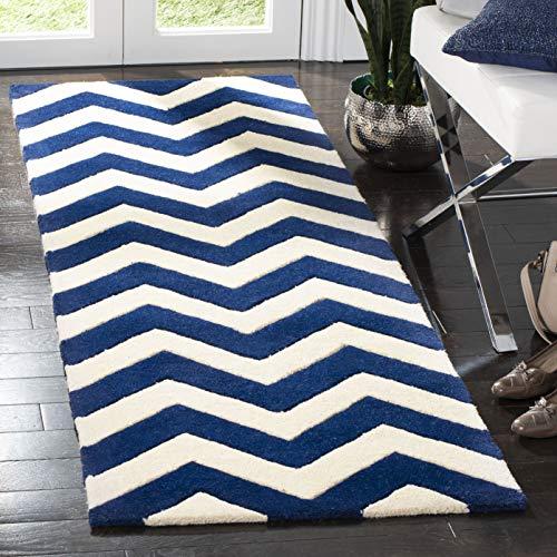 Safavieh Chevron-Streifen Teppich, CHT715, Handgetufteter Wolle Läufer, Dunkelblau/Elfenbein, 62 x 240 cm
