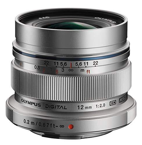 Olympus M.Zuiko Digital ED 12mm F2.0 Objektiv, lichtstarke Festbrennweite, geeignet für alle MFT-Kameras (Olympus OM-D & PEN Modelle, Panasonic G-Serie), silber