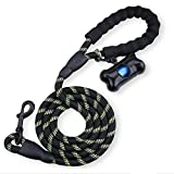 Cxssxling - Correa para perro, 1,5 m, con mango acolchado suave, bolsas de residuos e hilos muy reflectantes para perros medianos o grandes en paseo, senderismo, color verde y negro