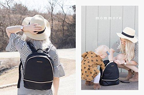 Wickelrucksack von Mommore in Schwarz Mutter mit Kind