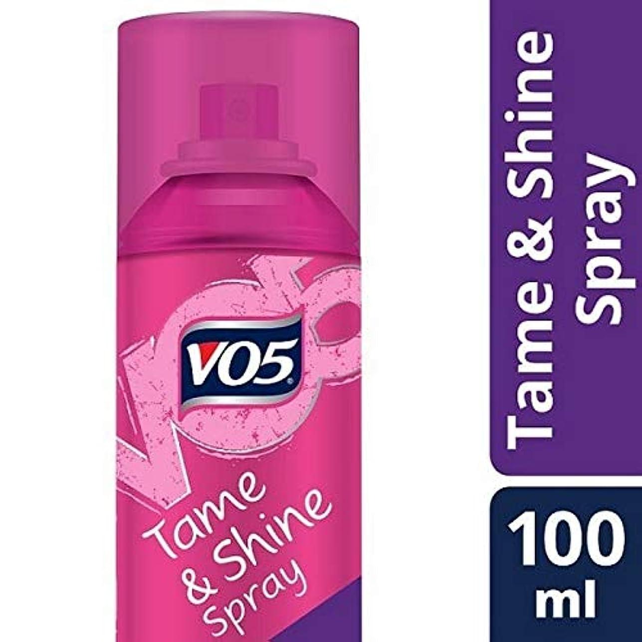 手足徹底休憩する[VO5] Vo5スムーズそれは飼いならす&スプレー100ミリリットルを輝きません - VO5 Smoothly Does It Tame & Shine Spray 100ml [並行輸入品]