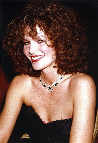 Celebrity Photos Lois Chiles in Portrait Photo Print (60,96 x 76,20 cm)