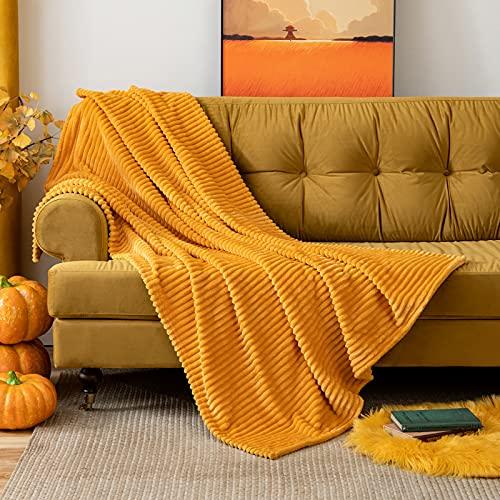 MIULEE Kuscheldecke Fleecedecke Flanell Decke Pompoms Einfarbig Wohndecken Couchdecke Flauschig Überwurf Mikrofaser Tagesdecke Sofadecke Blanket Für Bett Sofa Schlafzimmer Büro 125x150 cm Orangegelb