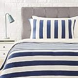 Amazon Basics - Juego de funda nórdica para edredón, diseño de rayas anchas, 135 x 200 cm / 50 x 80 cm, Azul Marino