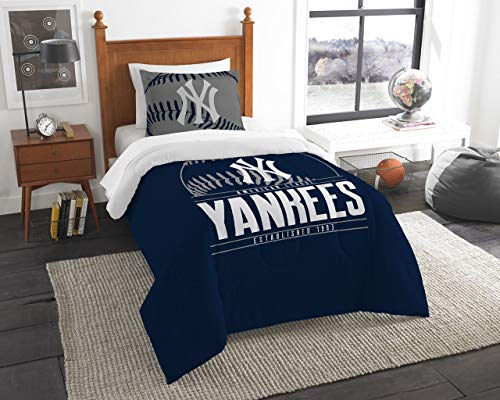 New York Yankees MLB Tufted Rug (39x59 )