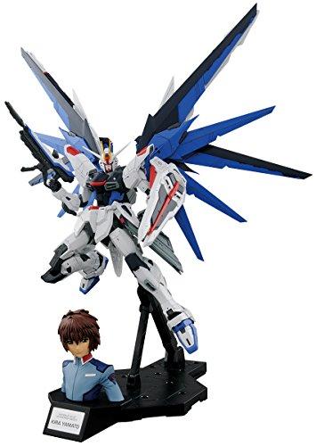 Bandai Hobby 1/100 Combinación Dramática [MG Freedom Ver. 2.0 & Kira Yamato] Semilla de Gundam, Multicolor, 20,3 cm (Bluefin Distribution Toys BAN216378)