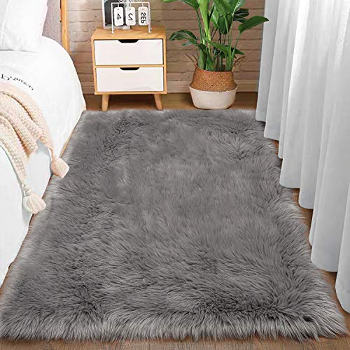 Comeet Super Soft Plush Faux Fur Sheepskin Area Rugs for Living Room Bedroom Shaggy Indoor Home Decor Bedside Sofa Chair Accent Teen Kids Girls Nursery Carpet Mat 3 x 5 Feet Grey