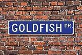 Tamengi Goldfish, Goldfish regalo, Goldfish sign, Goldfish decoración, Goldfish amante, acuario, premio de carnaval, cartel de metal de calidad, 4 x 18 (1956, fabricado en Estados Unidos).