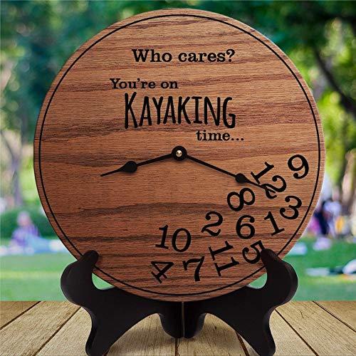 Divertido regalo de kayak Who Cares You're On Kayak Time Presente para Kayaker Rafting Reloj de pared de madera, funciona con pilas, decoración de pared para el hogar