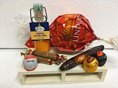 Composizione Artigianale San Valentino pedana in legno con Cioccolatini Assortiti Lindt Melone