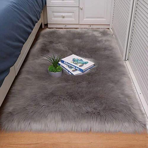 Cumay Alfombra de piel de cordero sintética, adecuada para el salón, mullida y larga apariencia de pelo de oveja, acogedora alfombra para la cama o el sofá (gris, 50 x 150 cm)
