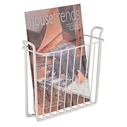 mDesign Zeitungshalter für die Wand – schöner Zeitschriftensammler aus Metall für Badezimmer, Küche oder Büro – auch für Bücher, Tabletts etc. geeignet – perlweiß