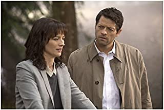 Supernatural Erica Carroll as Hannah talking to Misha Collins as Castiel 8 x 10 Inch Photo