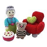 MyOma Amigurumi Set - DIY Set Amigurumi Omas Lieblinge - Häkelset für Oma, Katze, Sessel und Torte - Mit original Cotton Pure Wolle + Häkelanleitung - Baumwolle zum Häkeln