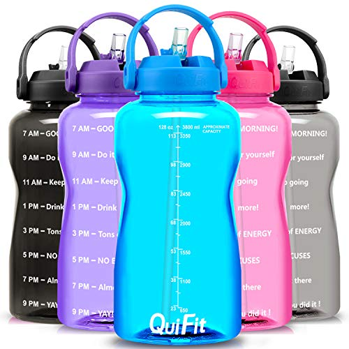 QuiFit - Botella de agua libre de BPA, 3,8 L/2 L, con diseño de animación para beber con empuñadura, botella grande XL Fitness Gym deporte plástico botella, color azul celeste, tamaño 3.8 L