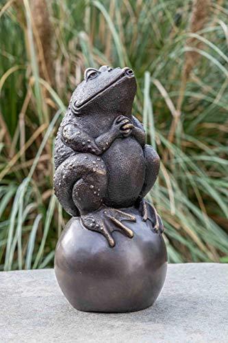 IDYL Escultura de bronce en una bola, 34 x 15 x 16 cm, figura de animal de bronce, hecha a mano, escultura de jardín o estanque, artesanía de alta calidad, resistente a la intemperie