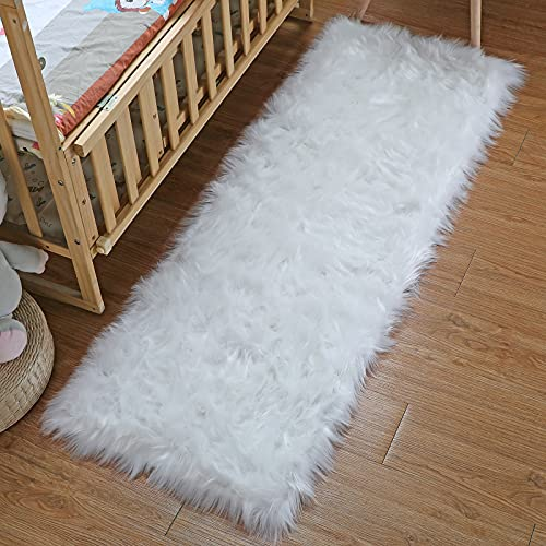 DAOXU Faux Lammfell Schaffell Teppich Kunstfell Dekofell Flauschig weich fellteppich Teppich Longhair Fell Optik Nachahmung Wolle Bettvorleger Sofa Matte (Weiß, 80 x 180 cm)