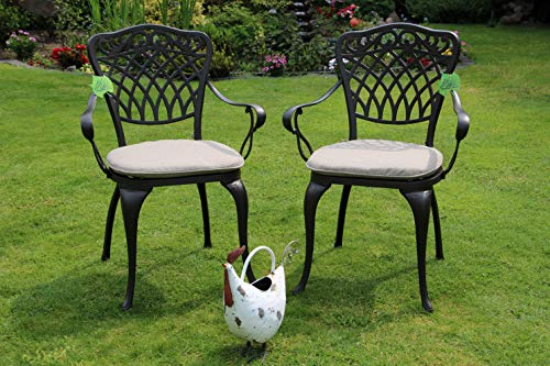 Made for us 2 Gartenstühle aus wetterfestem Aluguss mit UV beständiger AkzoNobel Einbrennlackierung. Inkl. 2 waschbaren Sitzkissen. Das...
