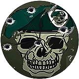 Zseeda Reloj de Pared Moderno Retro Calavera y Boina Motivo Militar en Campamento de Metal dañado Superficie Verde con Bala...
