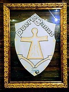 Scudo con logo bianco Puerto Banús. Opera d'arte. Simbolo del gioiello