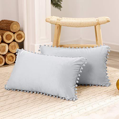 Deconovo Fundas Cojines Terciopelo Decorativa Hogar Almohadas con Pelota para Sofás Dormitorio Pack de 2 30 x 50 cm Gris Claro