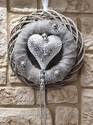 HIKO-EVENTDEKO Türkranz Rebenkranz Weiss Wandkranz Nr.70 Türkranz 35 cm mit weißem Herz grauem Filz Silber Draht modern Türdeko Türschmuck Kranz Türkranz