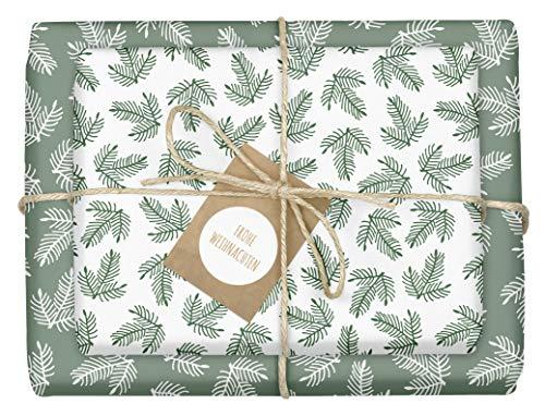 4x Öko-Geschenkpapier Weihnachten: grün-weiße Tannenzweige | hochwertige, beidseitig bedruckte Bögen Weihnachtsgeschenkpapier | inkl. 4x Anhänger im Set | Recycling-Papier | edel, für Erwachsene