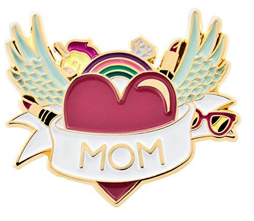 likalla Pin Anstecker Button MOM, gold-plattiert, 13-farbig. Girlie Brosche mit vielen Details: Einhorn, Diamant, Lippenstift, Sonnenbrille, Flügel in rosa, pink, hellblau, weiß.