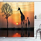 ABAKUHAUS Tier Duschvorhang, Giraffe im Wilden Wald, mit 12 Ringe Set Wasserdicht Stielvoll Modern Farbfest & Schimmel Resistent, 175x180 cm, Orange Schwarz