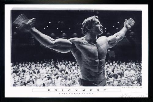Close Up Arnold Schwarzenegger Poster Enjoyment (96,5x66 cm) gerahmt in: Rahmen schwarz