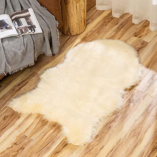MIULEE Faux Lammfell Fell Teppich Kunstfell Flauschig Wohnzimmerteppich Hochflor Modern Teppich Bodenmatte Matte Unregelmäßig Waschbar Bettvorleger für Schlafzimmer Wohnzimmer 60x90 cm Beige Hellgelb