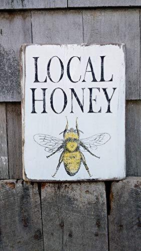 Ced454sy Lokale Honing boerderij bord met honing bij op teruggewonnen ruwe gezaagd dennenhout handgeschilderd verontruste rustieke