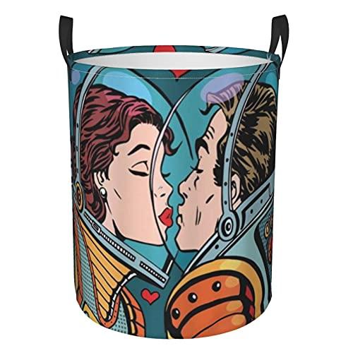 Cesto portabiancheria sporco rotondo Cesto portaoggetti sporco Sacchetto di vestiti Soggiorno Balcone Camera da letto Vestiti di stoccaggioUomo e donna dello spazio astronauti che si baciano