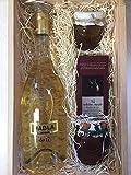 Estuche de color claro de madera de pino con miel, bombones de higo crujiente, vino blanco y mermelada artesanal de fresa