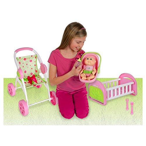 Cabbage Patch Kids - CPK Baby Puppe mit Geburtsurkunde - Travel & Spiel-Set - incl. Baby-Puppe, Buggy, Bett & Trage & Zubehör