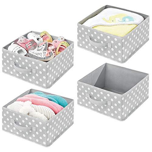 mDesign 4er-Set Aufbewahrungsbox aus Stoff – kompakte Box für Ordnung im Kleiderschrank – Stoffkiste mit Griff und offener Oberseite für Kleidung, Decken, Accessoires und mehr – grau und weiß