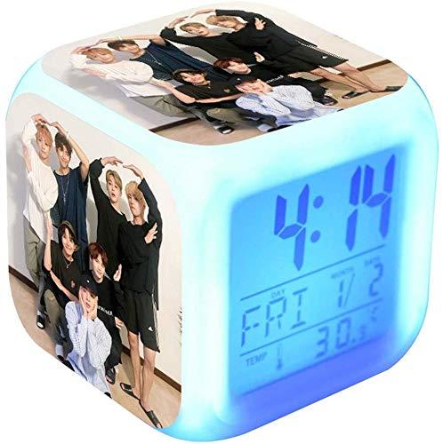 Fingertoys BTS Wecker, K-Pop BTS LED Digital Farbveränderung Wecker Süß Cartoon 7 Farbig Batterien Betrieben Nachtlicht Alarm mit Zeit, Alarm, Datum, Tag der Woche - Style 05